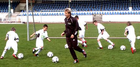 Jürgen Klinsmann coaching kids in Germany