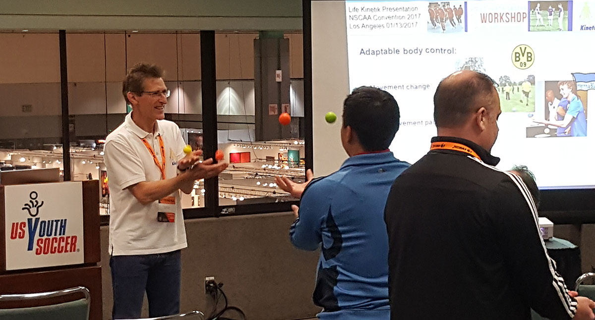 Horst Lutz, der Erfinder von Life Kinetik hier in Los Angeles auf dem NSCAA Convention 2017