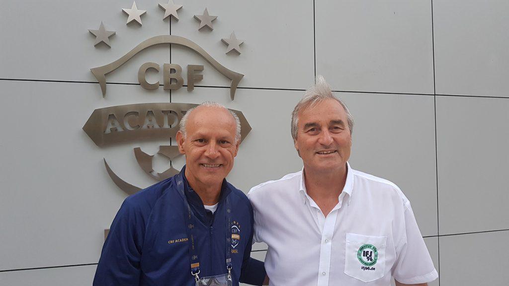 Peter Schreiner hier mit Moraci Sant'anna Fitnesstrainer der brasilianischen Nationalmannschaft bei den Weltmeisterschaften (1982, 1986, 1994 und 2006).